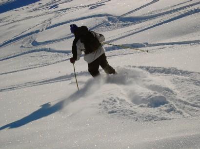 Dopo una lunghissima salita finalmente si scende. E la neve non era affatto male!