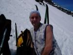 Ad un certo punto della salita è necessario abbandonare gli sci a causa della troppa pendenza.