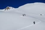 Salita alla Cima di Profa Alta 2913 m visibile a sinistra.