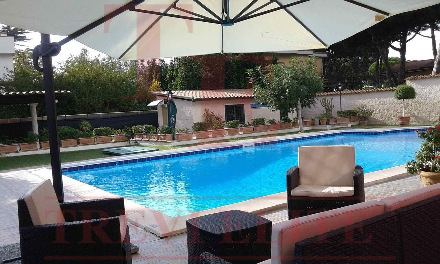 Villa with the swimming pool at the seaside  Trevi Elite