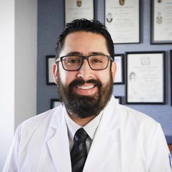 Dr. Jorge Reyes Mendiola