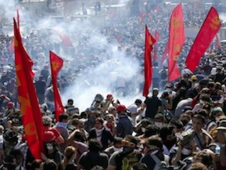 Communist flags wave over Turkish rioters