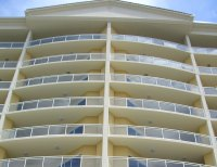 3-Line Glass Commercial Railing | Trex Commercial Products