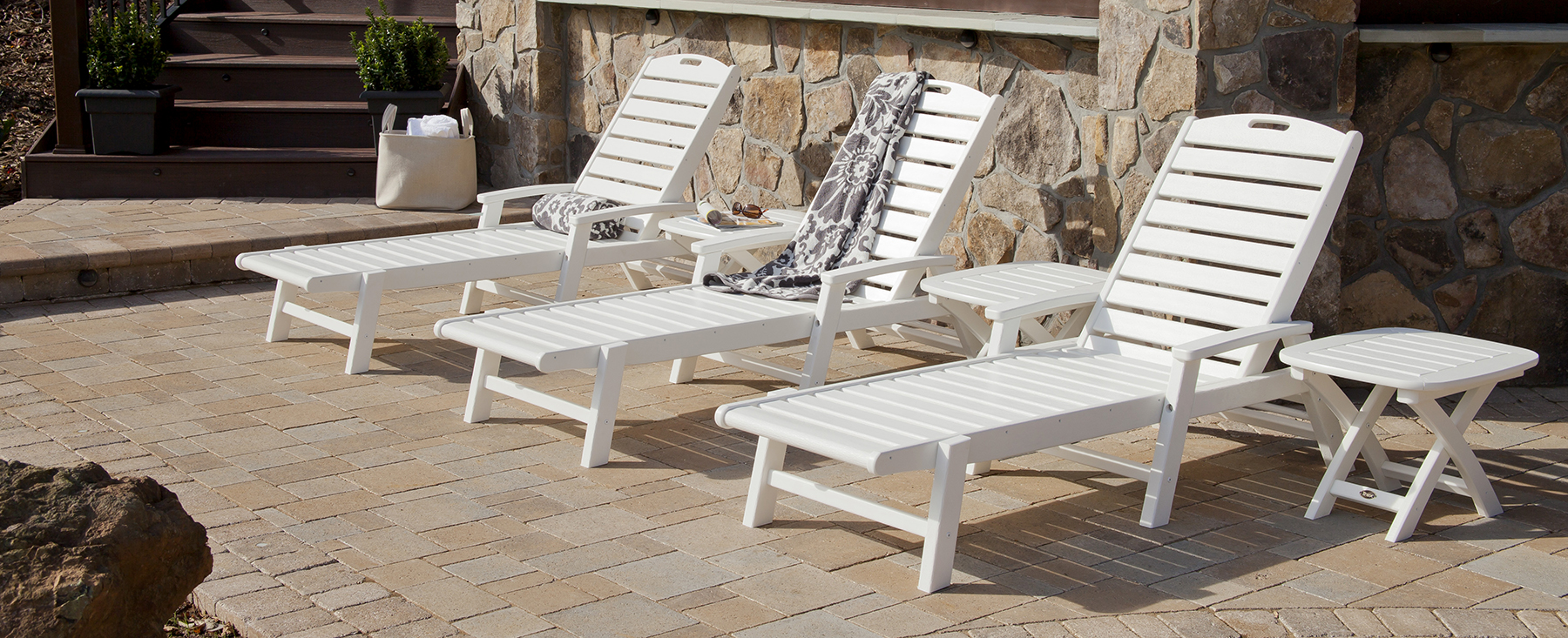 buying an outdoor chaise lounge