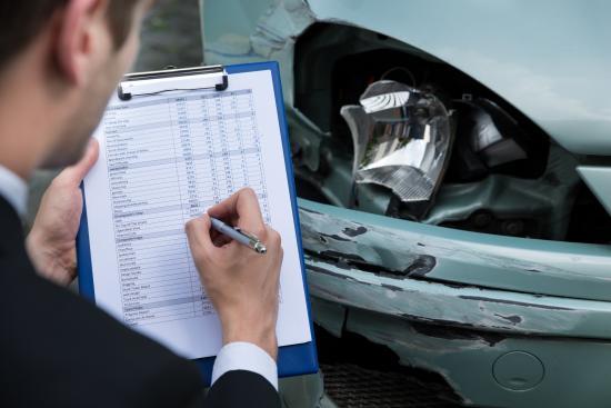 TRF4 decidiu que seguradoras privadas de veículos não podem ser proibidas de vender contratos baseados no valor de mercado do bem, cabendo ao consumidor escolher a modalidade de sua preferência.