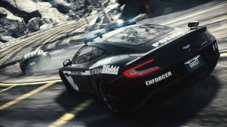 Aston Cop in pursuit - Iconic - Tribe Online Magazin