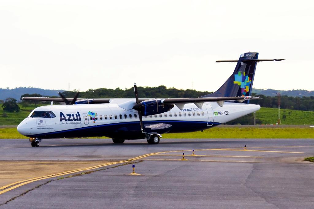 Azul emite nota sobre voo cancelado que faria Rio x Campos
