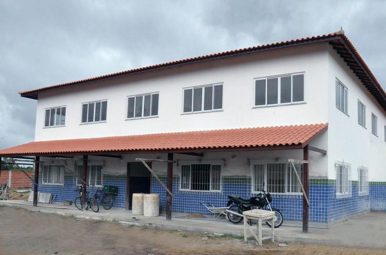 Prefeitura de Campos abre Tomada de Preços para concluir reforma da escola de Ponta da Lama