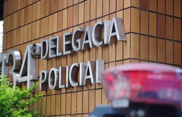 Mulher é rendida por bandido armado e tem carro roubado no Centro de Campos