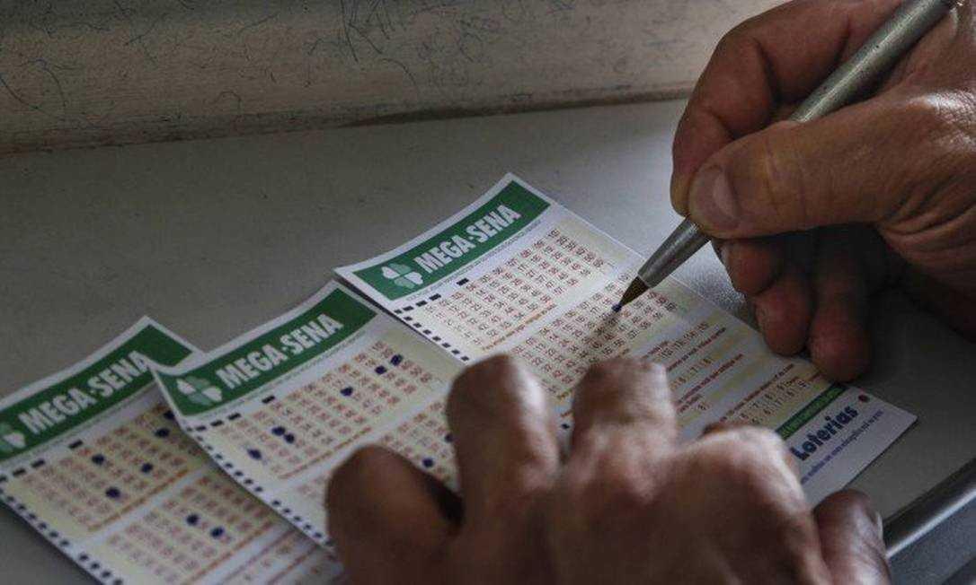 Mega-Sena acumula de novo e pode pagar R$ 190 milhões no sábado