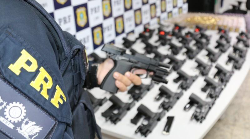 PRF apreende 48 pistolas e 1.830 munições que abasteceriam comunidades do Rio