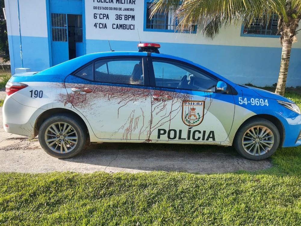 Homem ataca policial com facão e amassa viatura com barra de ferro em  Cambuci – Tribuna NF