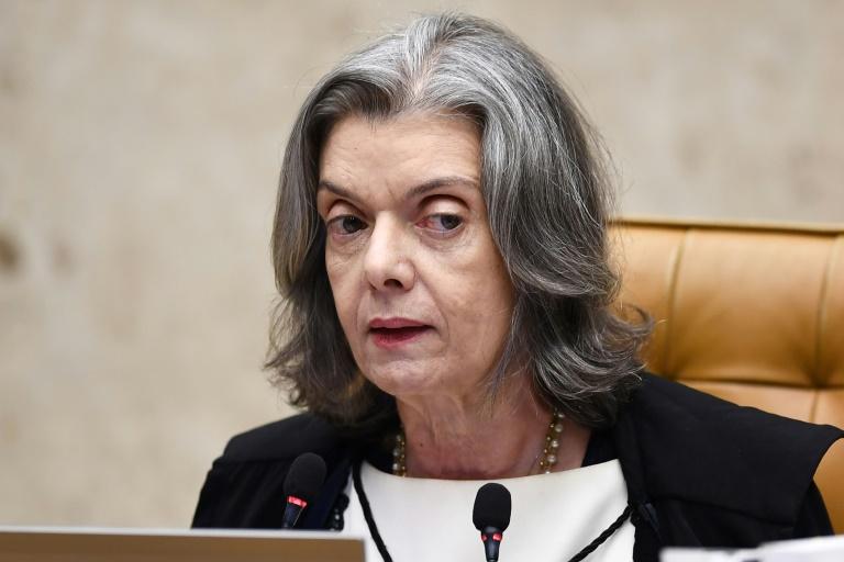 Cármen Lúcia pede informações ao governo sobre monitoramento de parlamentares e jornalistas