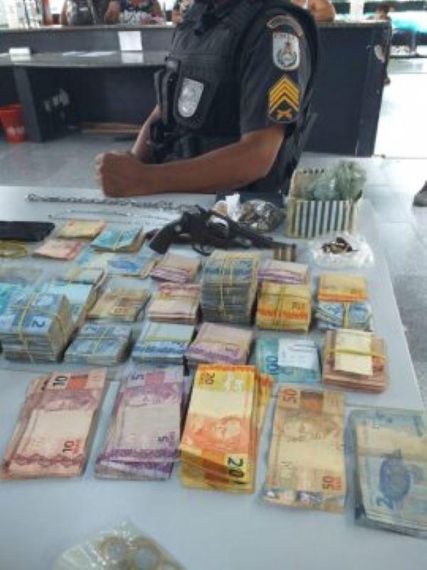 Bandidos fazem oito pessoas reféns durante tentativa de assalto a loja Terramar