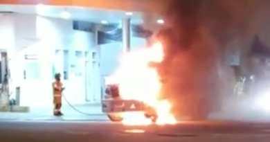 Carro-forte pega fogo no Centro de Campos