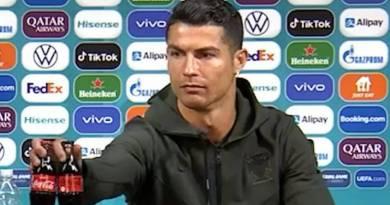 Cristiano Ronaldo troca Coca-Cola por água, e empresa perde US$ 4 bilhões na Bolsa