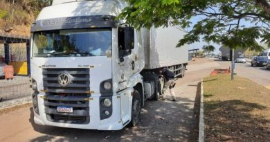 PRF apreende caminhão com sinais de adulteração na BR-101 em Campos