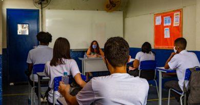 Governo do Estado do Rio vai distribuir absorventes para estudantes da rede