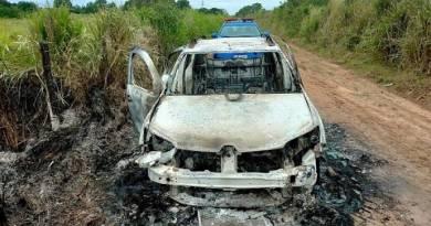 PM encontra carro incendiado em estrada em São João da Barra