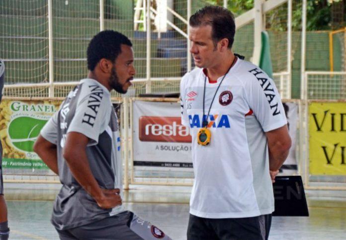 Mesmo com o time classificado, Marcão quer que o Furacão renda mais em campo. Foto: Divulgação/Atlético