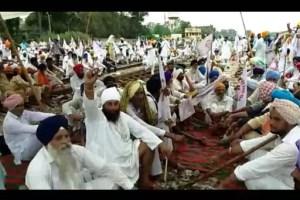 Farmers' organizations blocked railway tracks in Ferozepur