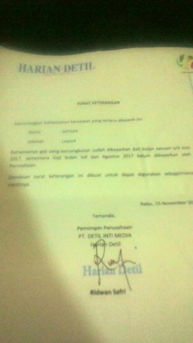 Surat pernyataan pimpinan perusahaan yang lama yang menyatakan gaji karyawan yang bernama Sartana belum dibayarkan, yaitu bulan Juli dan Agustus 2017.