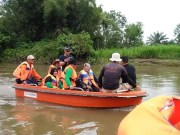 Kadisparbud Yusmar bersama pegawai di jajarannya, Minggu 21 Oktober 2018 kemarin, dirinya sudah melakukan survey lintasan yang akan di lalui rakit, para peserta Festival Tradisi Rakit Sungai Rokan, dengan perahu karet.