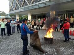 Karyawan Bank Riau Kepri, Pasir Pangaraian,ikut pelatihan pemadaman kebakaran