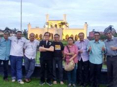 Eka Putra Nazir (dua dari kiri) bersama Penguji UKW PWI lainnya sepulang melaksanakan tugas menguji di Dumai, Riau, 14-15 Desember 2018.