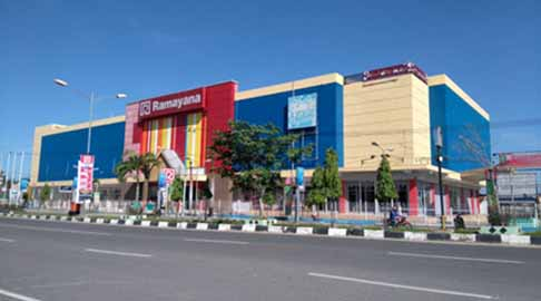 Pusat perbelanjaan Ramayana di Jalan Jendral Sudirman, Kota Dumai.