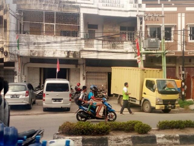 Lokasi PT Perintis Group Cabang Dumai yang berada di Jalan Sukajadi depan Gg. Hidayat juga tampak tak memiliki Plank Merk (foto: sorotriau)