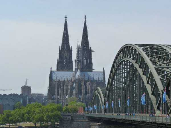 The bridge and Cathedral | Le pont et la cathédrale