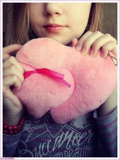 sad-cute-girl-dp-with-heart