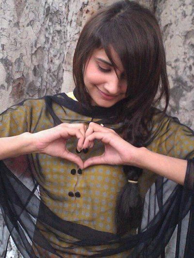 girls-facebook-dp-with-heart
