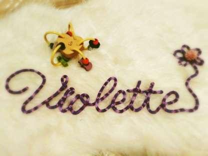 Prénom Violette au tricotin