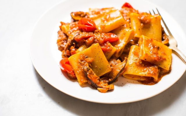 Easy Mushroom Ragù With Tomatoes And Pasta