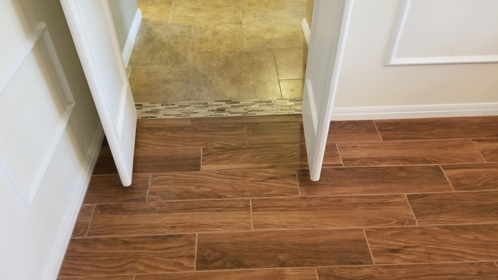 Incroyable We Installed EarthWerks 6×24 IWould Red Floor Tile From Pro Source In The  Master Bedroom, Living Room, Dining Room, Entry And Powder Bath.