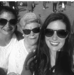Ana Ramos junto a su madre y sy abuela en una visita a Madrid