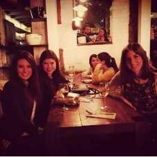 con amigas de Trigueros también viven en Madrid