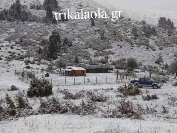 Το πρώτο χιόνι έπεσε στην Τριγγία Καλαμπάκας στα 2.200 μ. (φωτό)