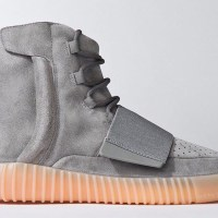 Sneaker Review: Yeezy Boost 750 Light Grey/Glow In The Dark (Video)