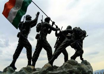 Image Credits: https://pixabay.com/en/indian-flag-indian-army-statue-2644512/