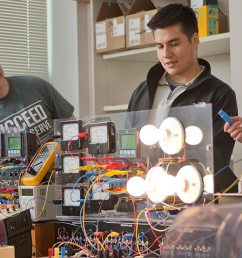 students working in electrical engineering lab [ 1600 x 554 Pixel ]