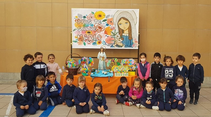Ofrenda Floral a María