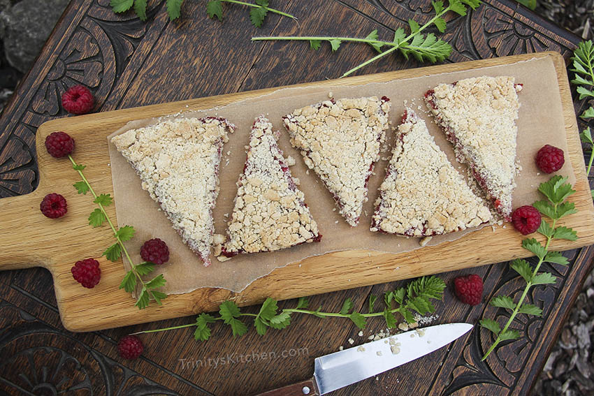 Vegan Raspberry & Apple Crumble Pie - Gluten-free and Healthy