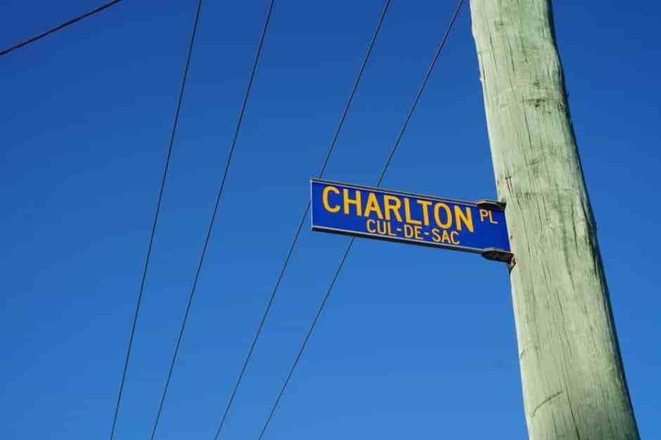 Rue Charlton Road - Cul de Sac