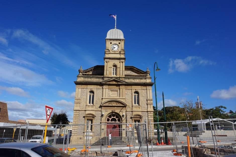 Le Town Hall (hôtel de ville) en travaux