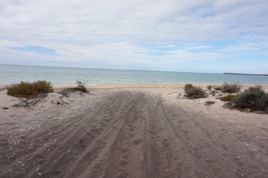 Cattle Well : la route était bien sableuse, cela nous a rappelé un peu d'entrecasteaux