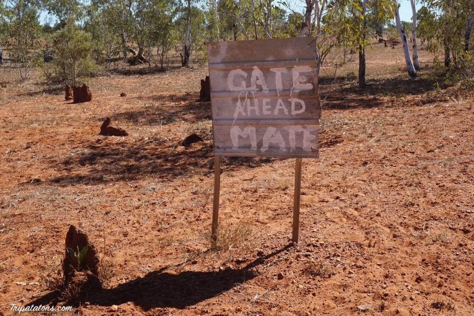Panneau qui annonce une barrière à l'australienne