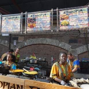 Queen Victoria Market by night, l'occasion de tester les cuisines du monde. Ethiopien pour moi !